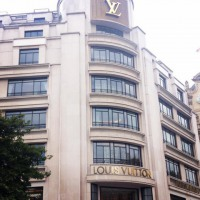 At 15 minutes by #walk from #latourmaubourghotel, the #louisvuitton beautiful building.
